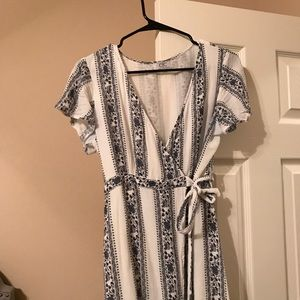 Dresses & Skirts - Light and Airy Wrap Dress